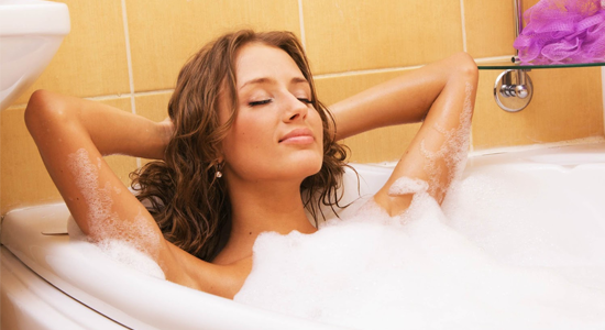 woman-in-bathtub-relaxing