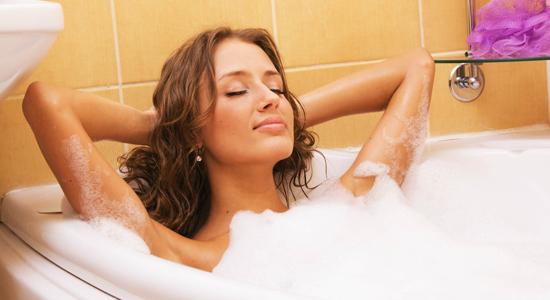woman-in-bathtub-relaxing